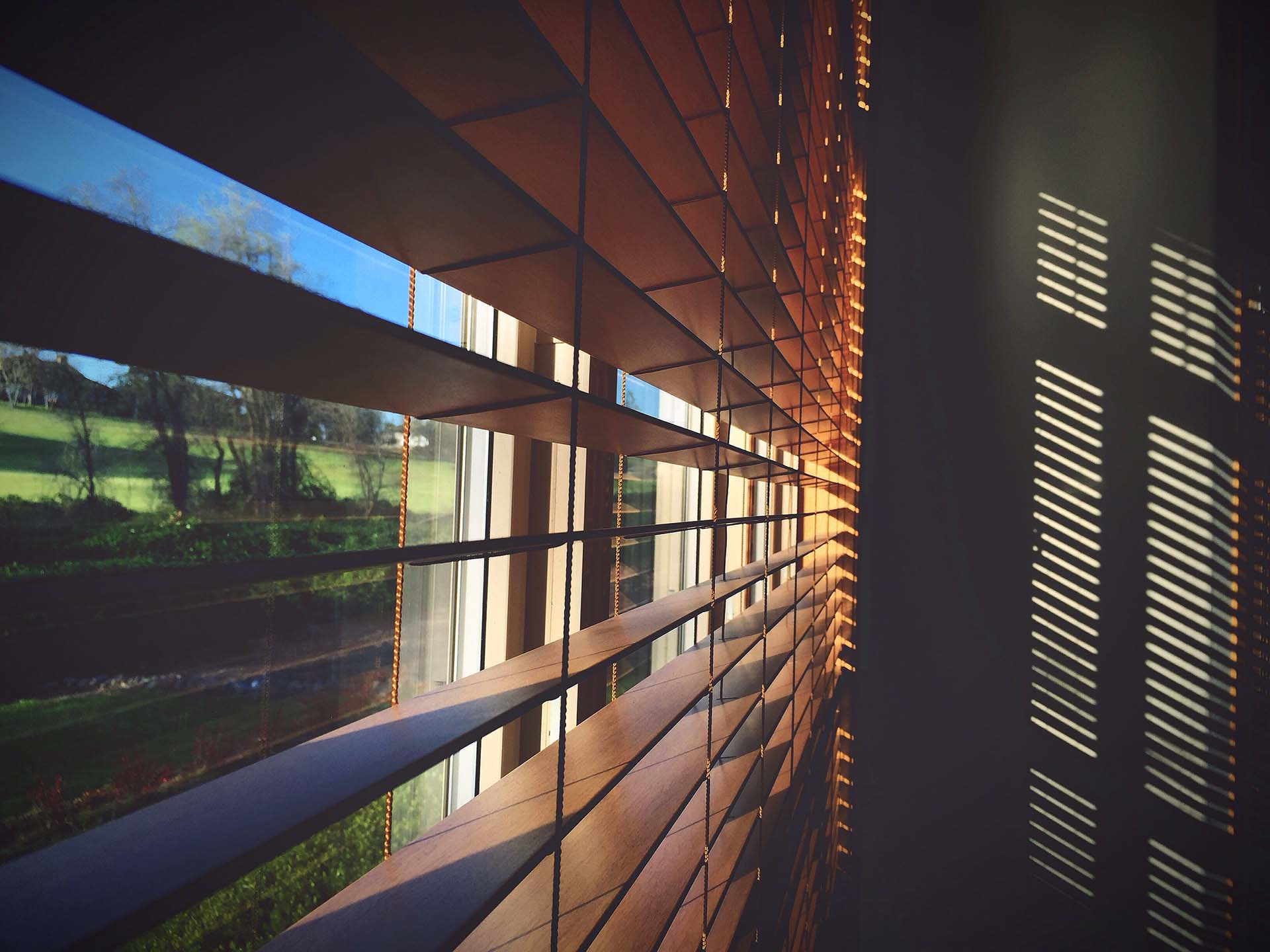 5 Reasons to Get Motorized Window Shades