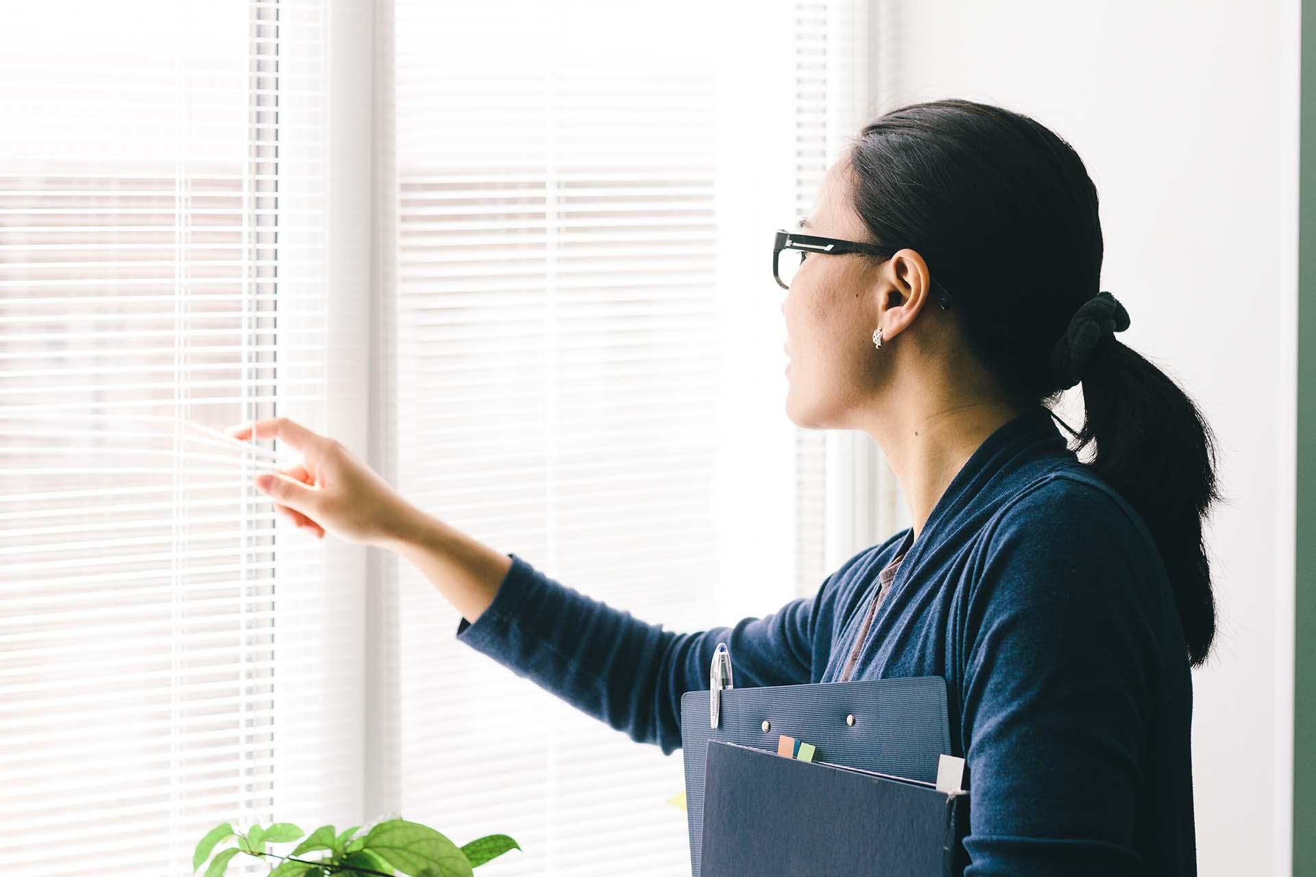 5 benefits of installing motorized window coverings